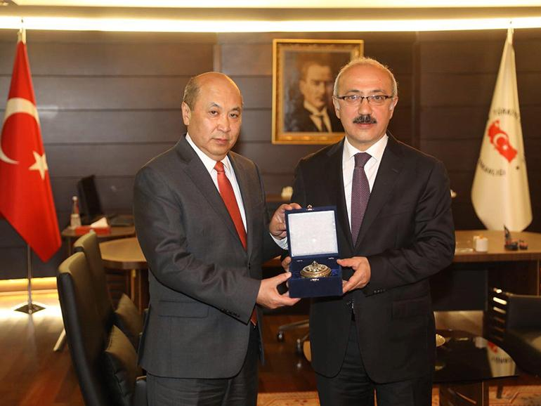 AMBASSADOR MEETS WITH THE MINISTER OF DEVELOPMENT OF TURKEY, MR. LÜTFİ ELVAN
