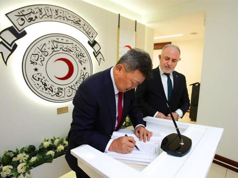 MINISTER OF DEFENSE OF MONGOLIA VISITED TURKISH RED CRESCENT ORGANIZATION